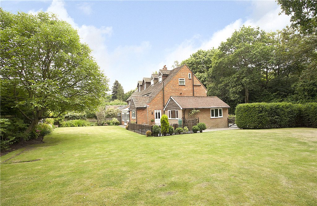 Additional photo for property listing at Englemere Park, Kings Ride, Ascot, Berkshire, SL5 Ascot, Англия