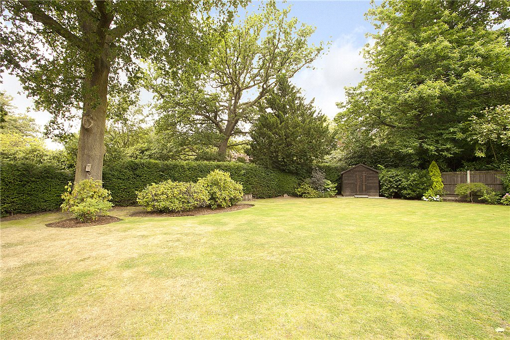Additional photo for property listing at Englemere Park, Kings Ride, Ascot, Berkshire, SL5 Ascot, Engeland