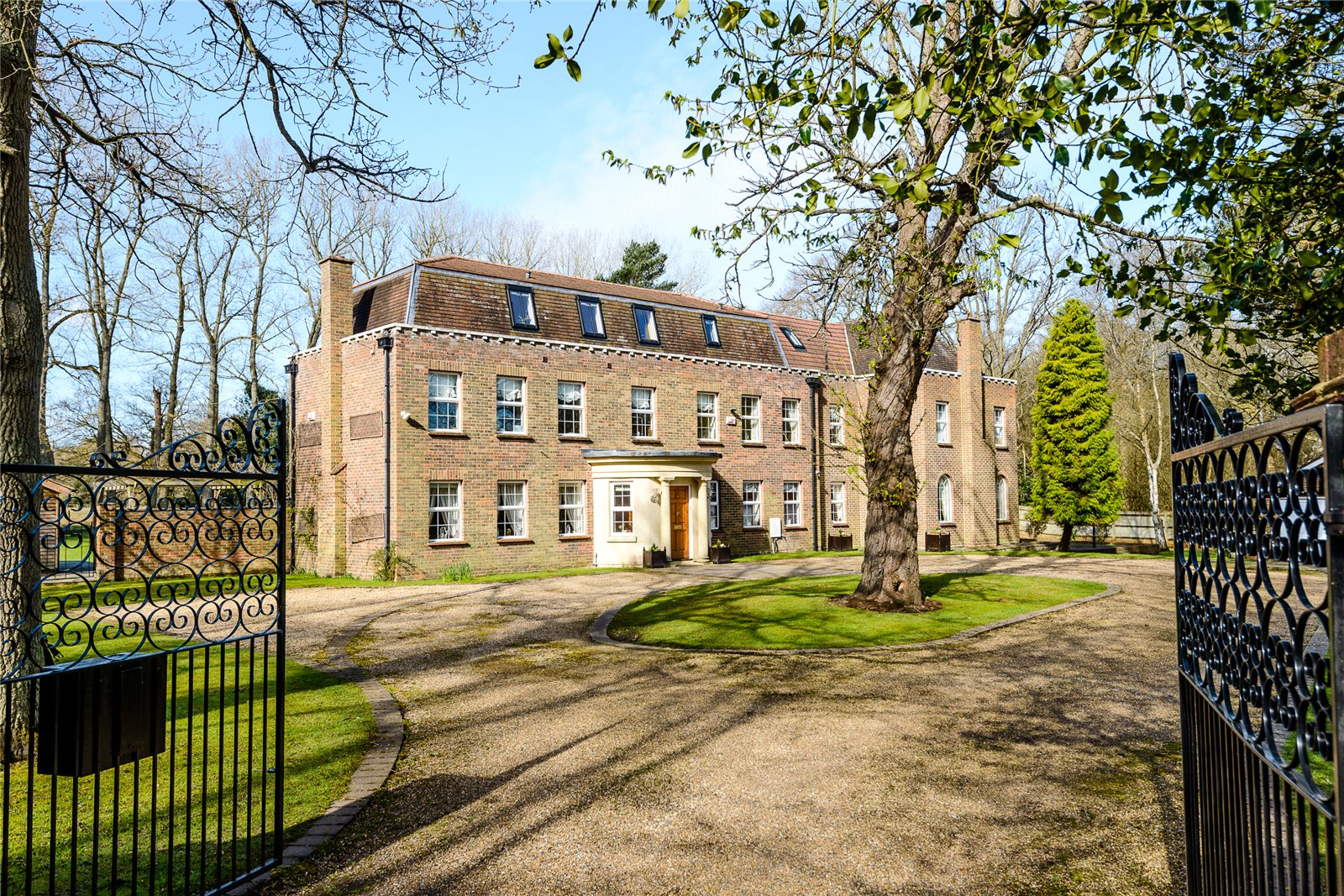 Single Family Home for Sale at Coombe Lane, Ascot, Berkshire, SL5 Ascot, England