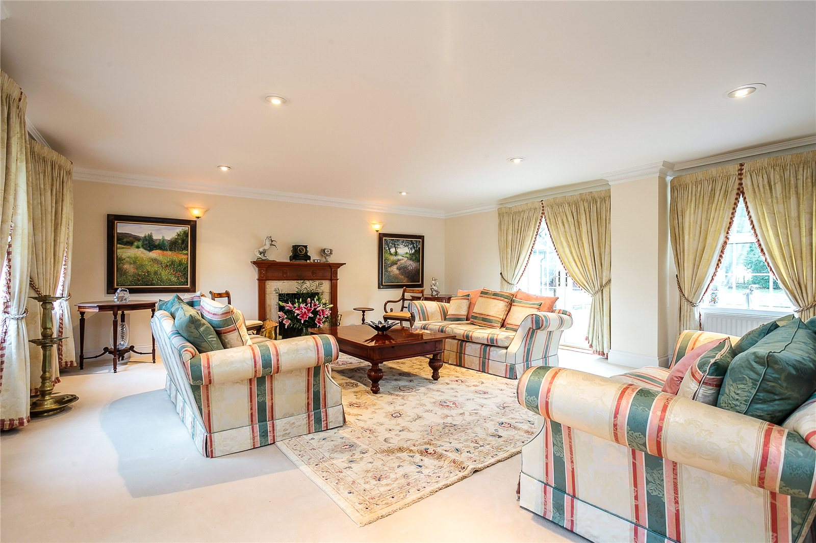 Additional photo for property listing at Coombe Lane, Ascot, Berkshire, SL5 Ascot, Англия