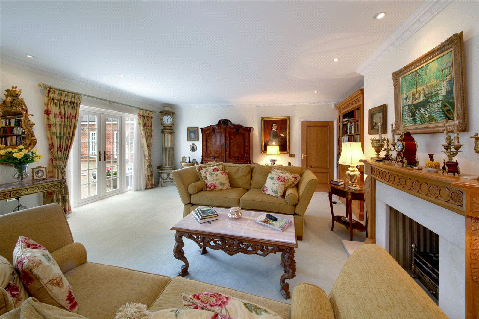 Additional photo for property listing at Titlarks Hill, Sunningdale, Berkshire, SL5 Sunningdale, Engeland