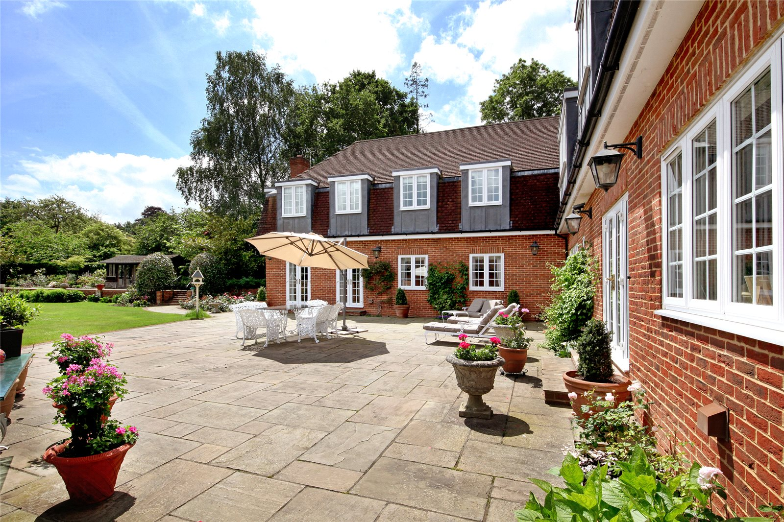 Additional photo for property listing at Titlarks Hill, Sunningdale, Berkshire, SL5 Sunningdale, Angleterre