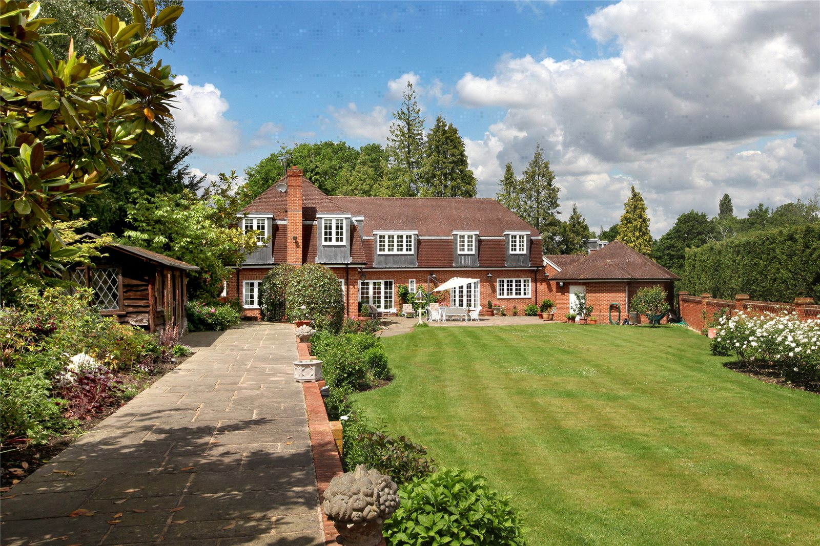 Additional photo for property listing at Titlarks Hill, Sunningdale, Berkshire, SL5 Sunningdale, Ingiltere