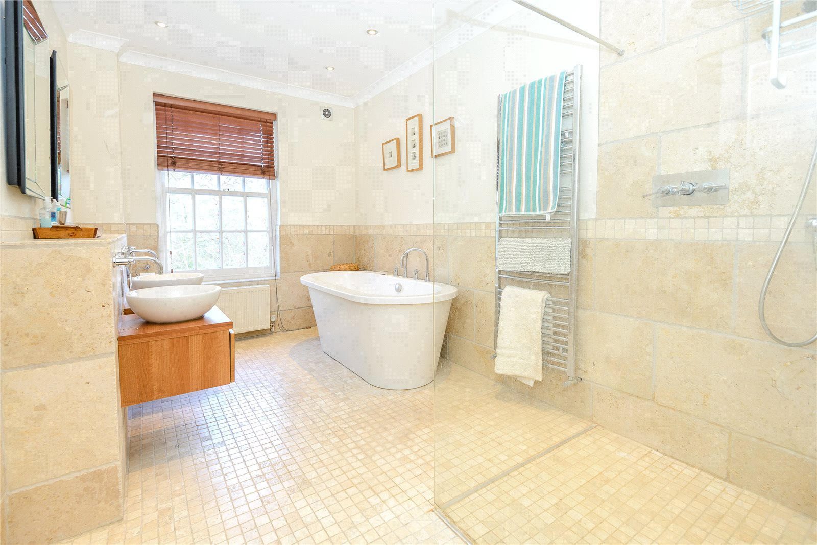 Additional photo for property listing at Coombe Lane, Ascot, Berkshire, SL5 Ascot, Ingiltere