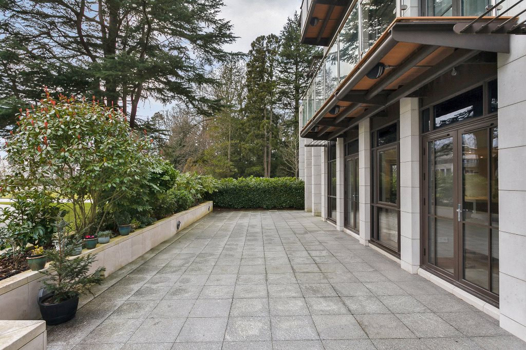 Additional photo for property listing at Charters Garden House, Charters Road, Ascot, Berkshire, SL5 Ascot, Angleterre