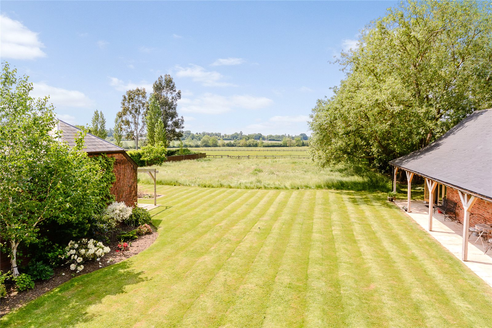 Additional photo for property listing at Bracknell Road, Brock Hill, Warfield, Berkshire, RG42 Warfield, 英格兰