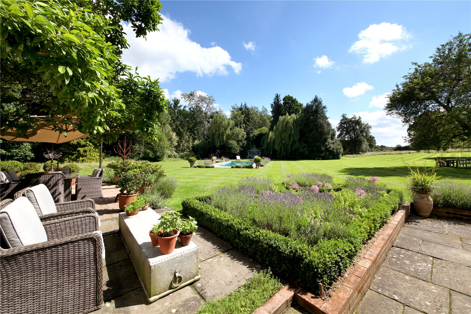 Additional photo for property listing at Church Road, Winkfield, Berkshire, SL4 Winkfield, Angleterre