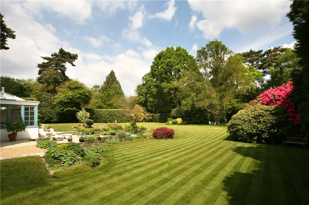 Additional photo for property listing at Monks Walk, Ascot, Berkshire, SL5 Ascot, Angleterre