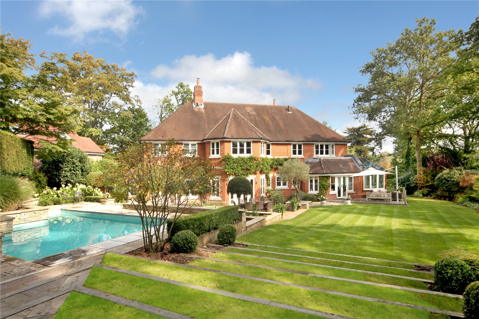 Additional photo for property listing at Priory Road, Sunningdale, Berkshire, SL5 Sunningdale, Англия