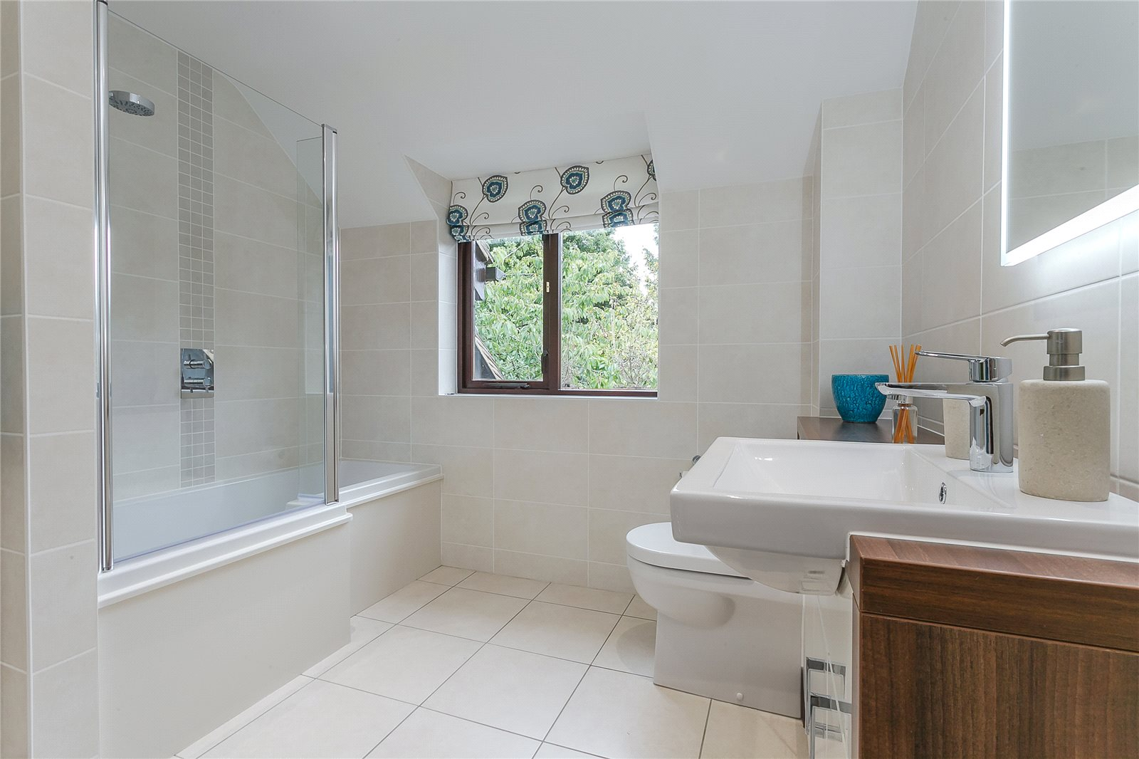 Additional photo for property listing at Hill Farm Lane, Binfield, Berkshire, RG42 Binfield, England