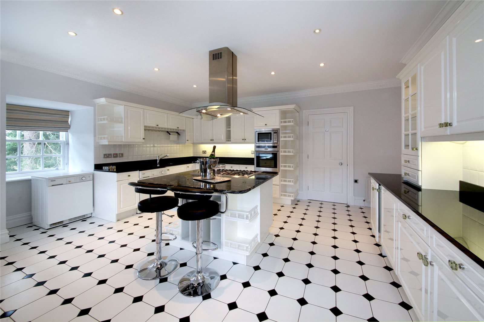 Additional photo for property listing at Turnberry House, Cross Road, Sunningdale, Berkshire, SL5 Sunningdale, Ingiltere