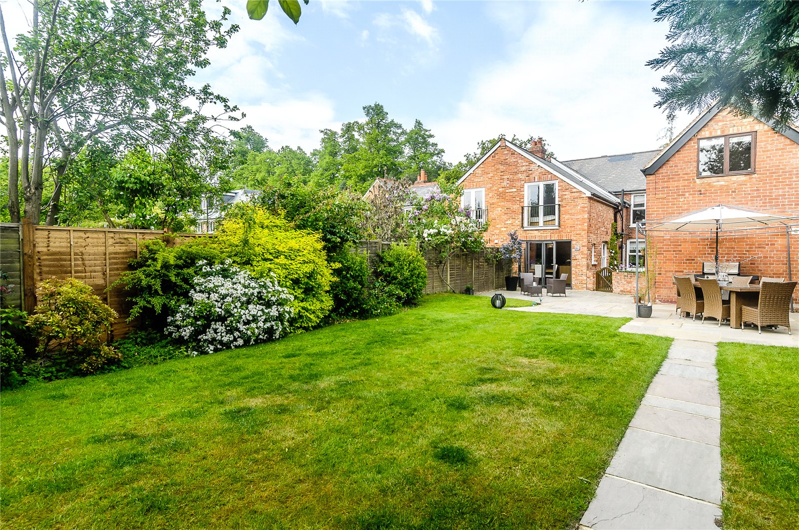 Additional photo for property listing at St Mark's Road, Binfield, Bracknell, Berkshire, RG42 Bracknell, Inglaterra