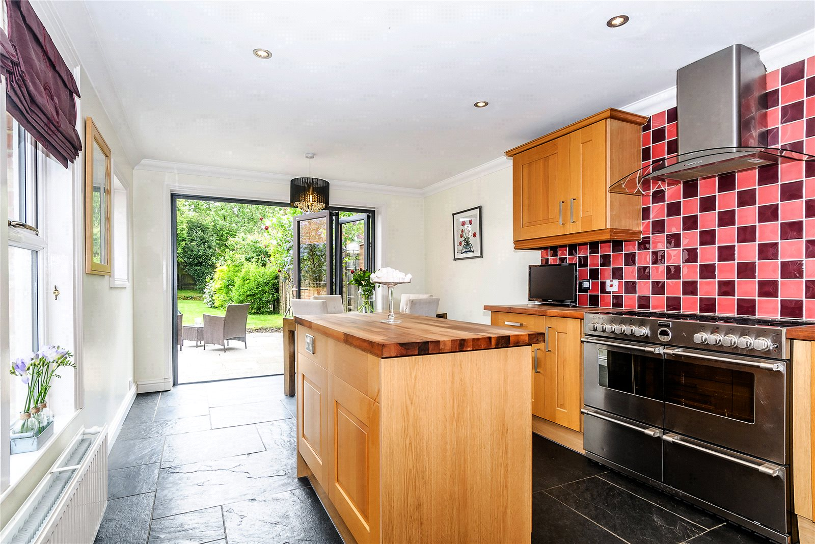 Additional photo for property listing at St Mark's Road, Binfield, Bracknell, Berkshire, RG42 Bracknell, Engeland