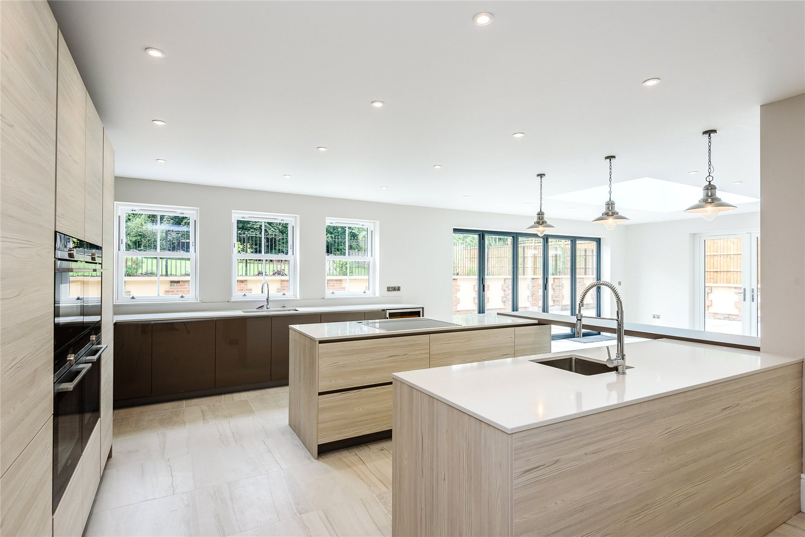 Additional photo for property listing at Tilehurst Lane, Binfield, Berkshire, RG42 Binfield, Αγγλια