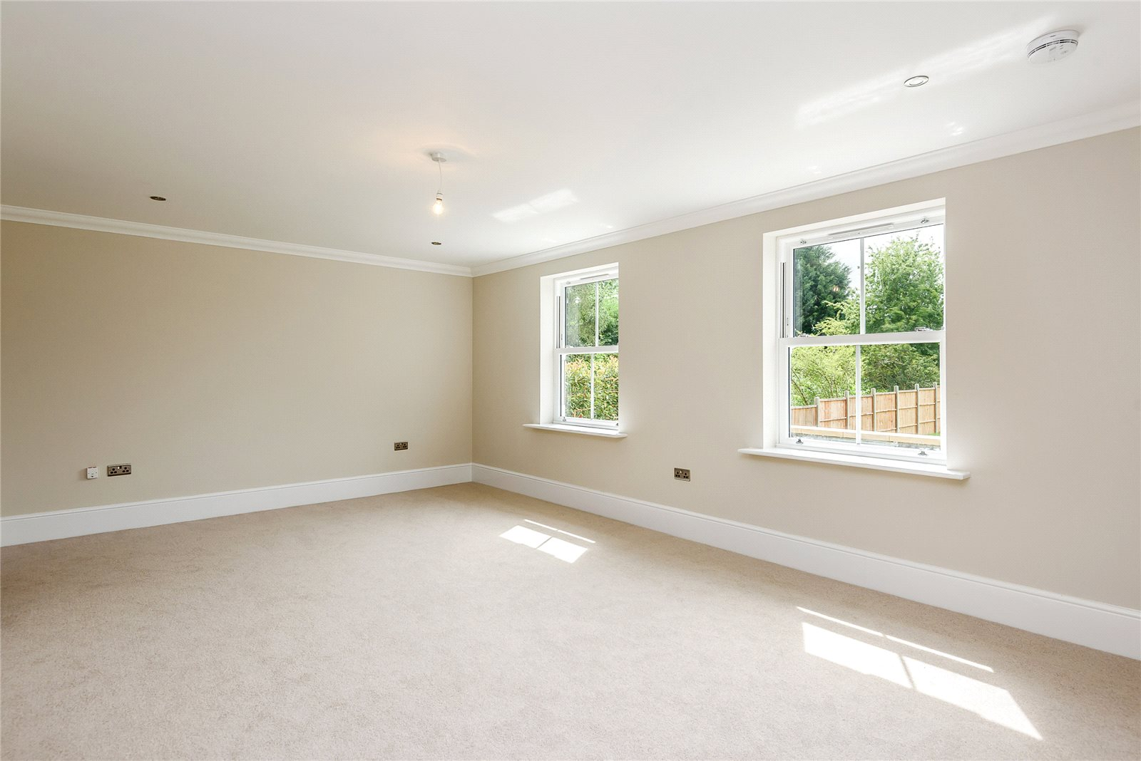 Additional photo for property listing at Tilehurst Lane, Binfield, Berkshire, RG42 Binfield, Ingiltere