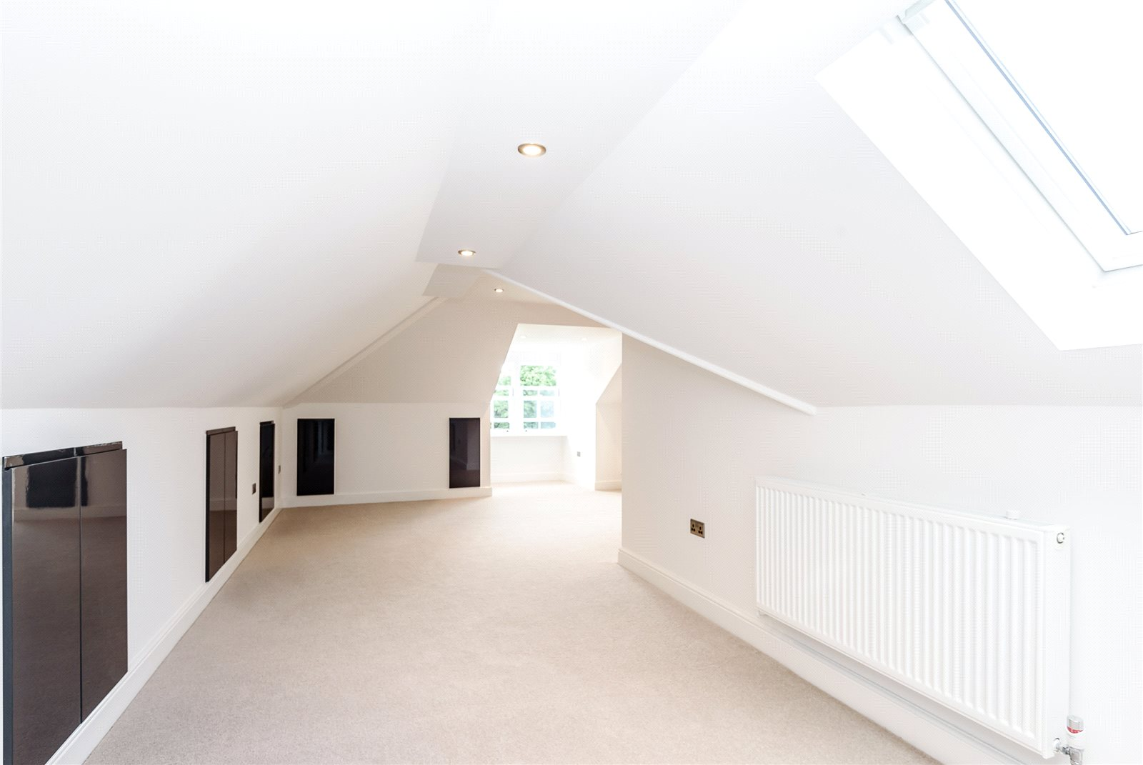Additional photo for property listing at Tilehurst Lane, Binfield, Berkshire, RG42 Binfield, Англия