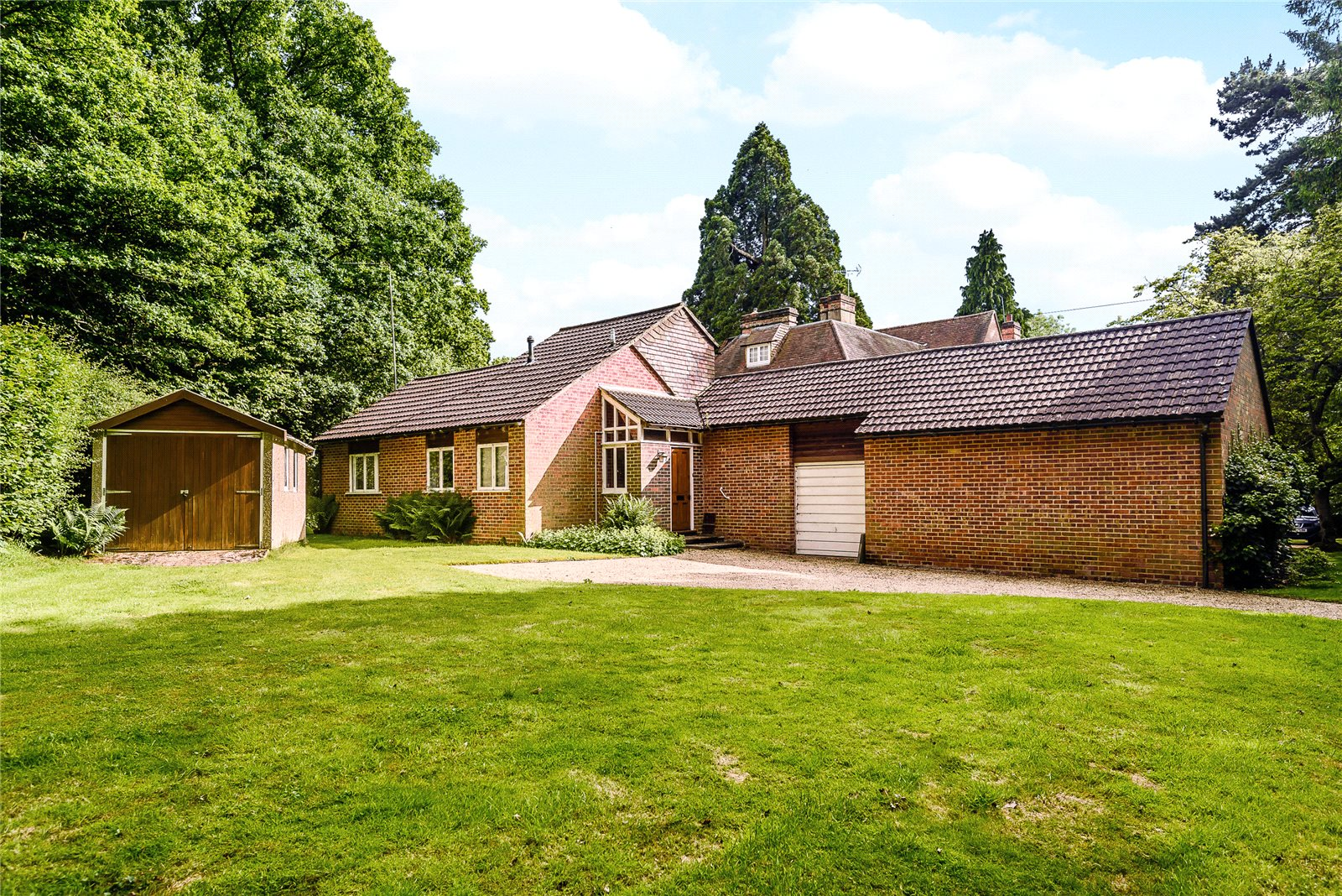 Additional photo for property listing at Valley End, Chobham, Surrey, GU24 Chobham, Ingiltere
