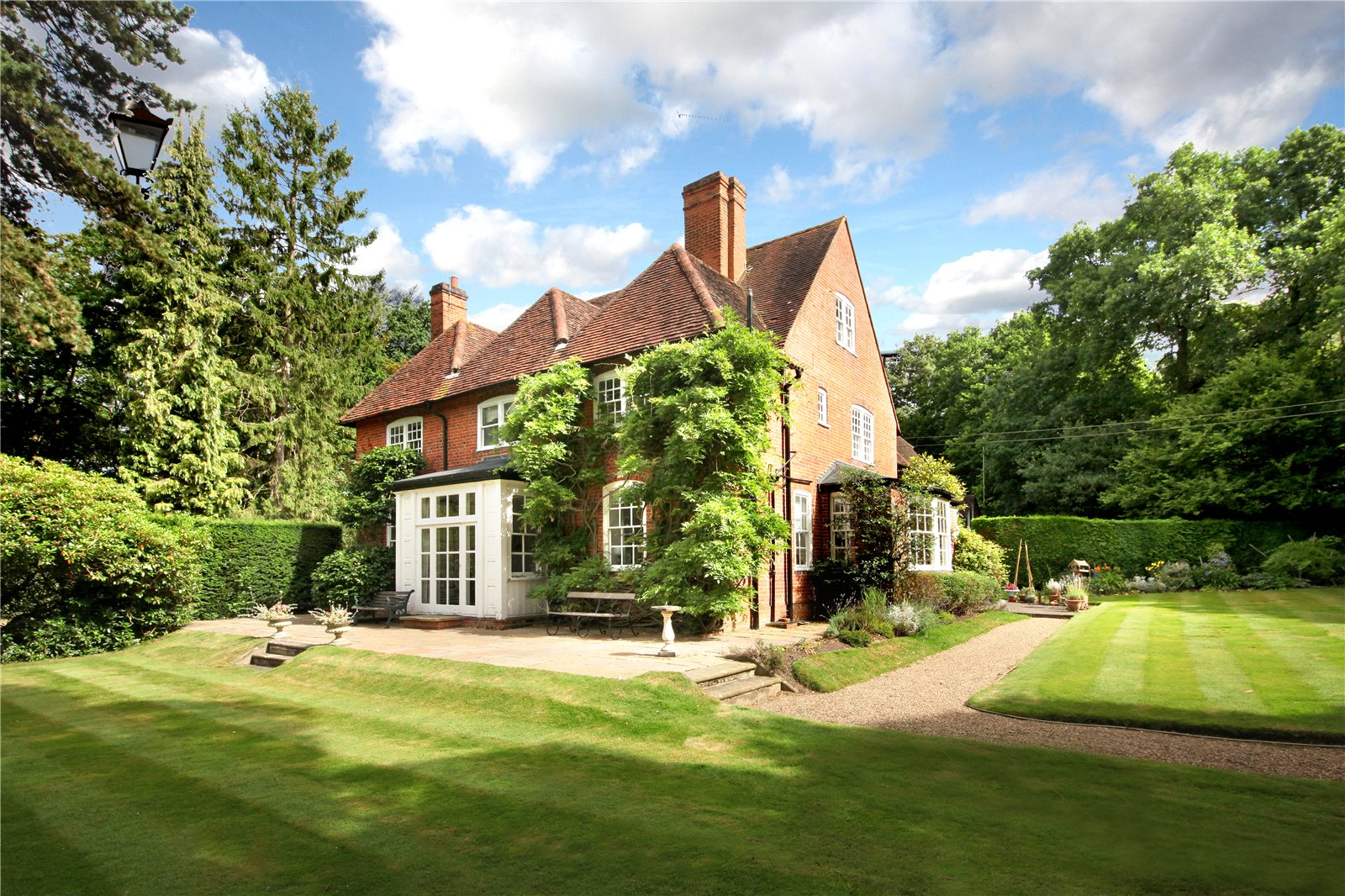 Single Family Home for Sale at Valley End, Chobham, Surrey, GU24 Chobham, England