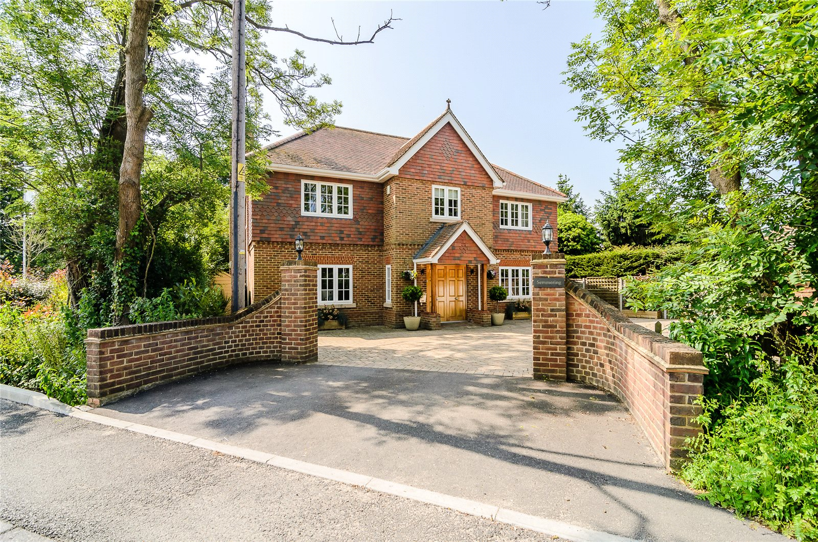 Additional photo for property listing at Foxley Lane, Binfield, Berkshire, RG42 Binfield, Ingiltere