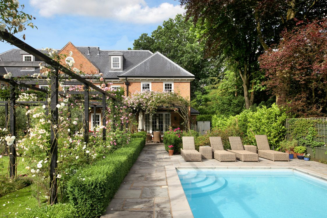 Additional photo for property listing at Priory Road, Sunningdale, Berkshire, SL5 Sunningdale, England