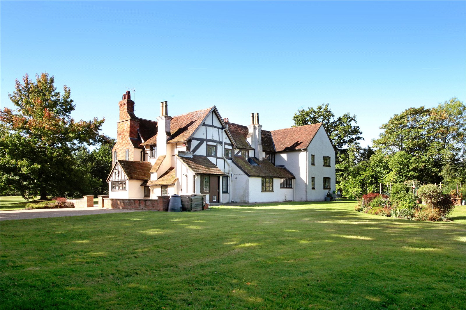 Single Family Home for Sale at Malt Hill, Warfield, Berkshire, RG42 Berkshire, England
