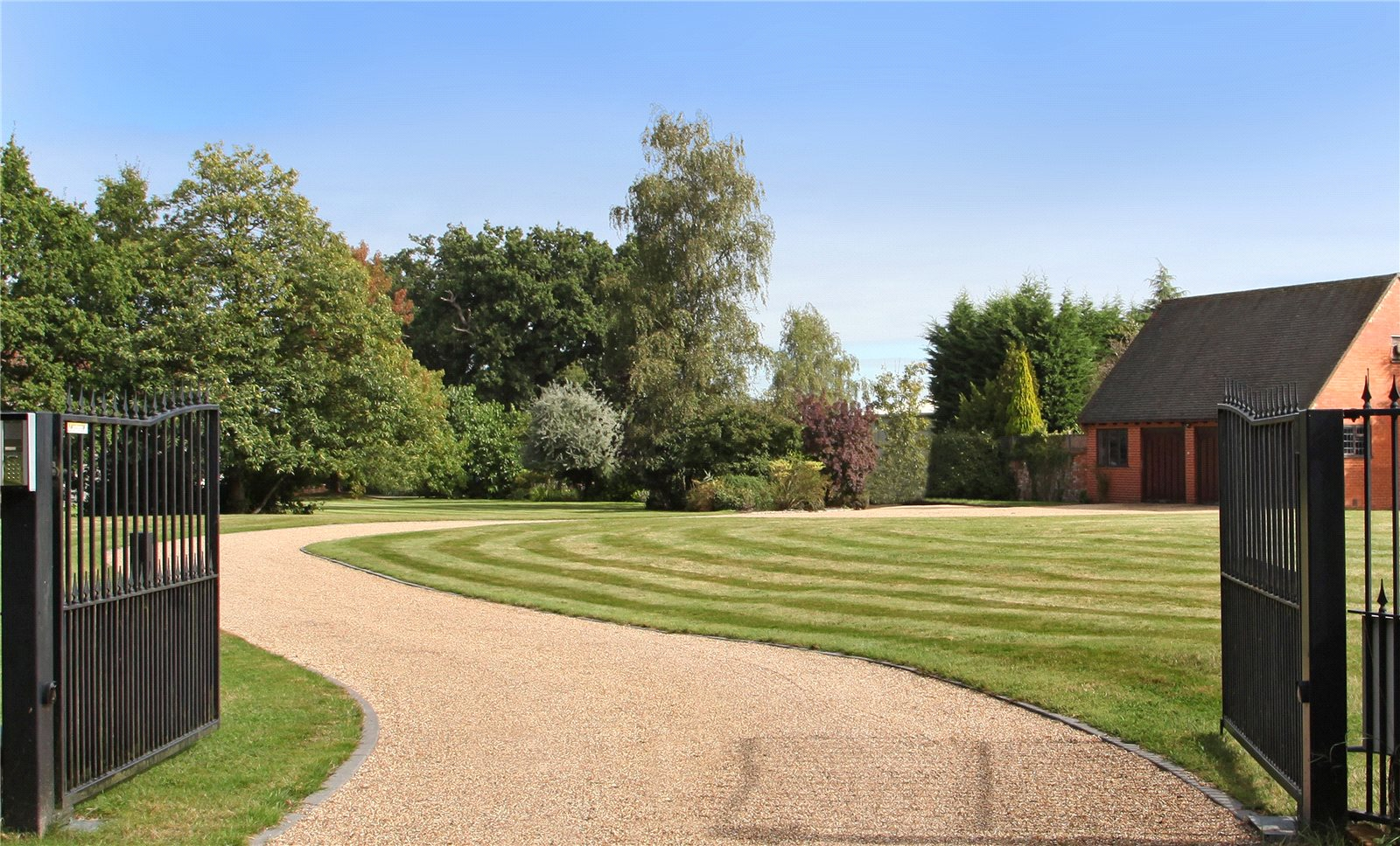 Additional photo for property listing at Malt Hill, Warfield, Berkshire, RG42 Berkshire, Engeland