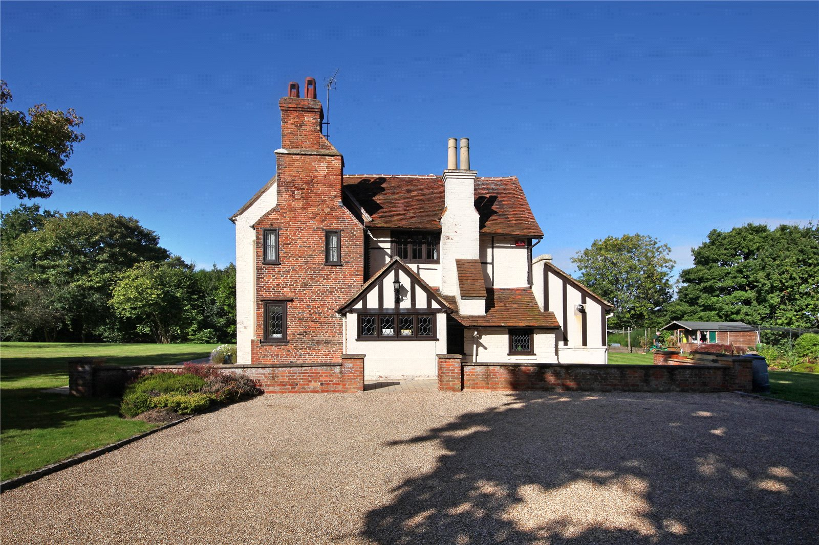 Additional photo for property listing at Malt Hill, Warfield, Berkshire, RG42 Berkshire, Англия