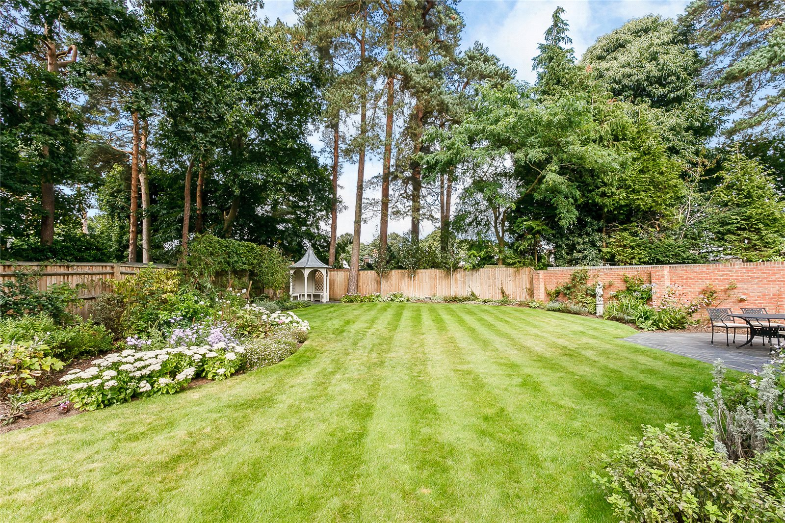 Additional photo for property listing at Upper Village Road, Sunninghill, Berkshire, SL5 Sunninghill, Англия