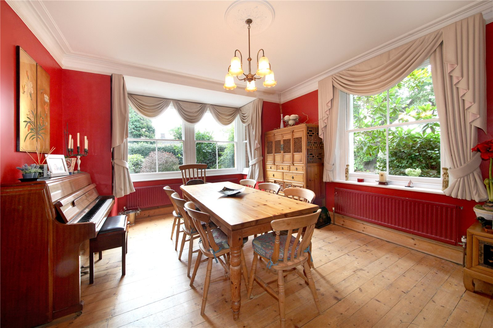 Additional photo for property listing at School Lane, Bagshot, Surrey, GU19 Bagshot, Engeland