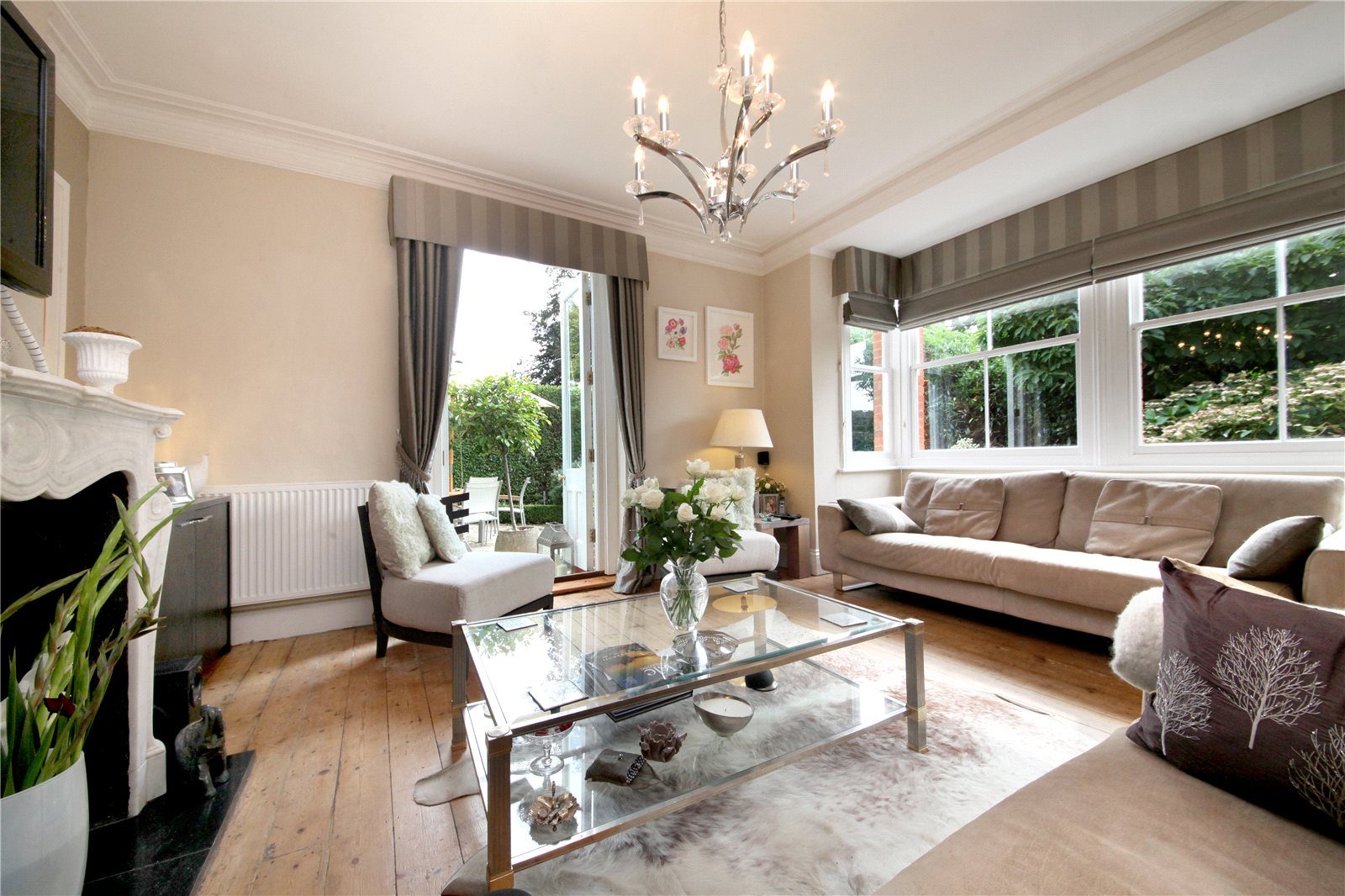 Additional photo for property listing at School Lane, Bagshot, Surrey, GU19 Bagshot, Ingiltere