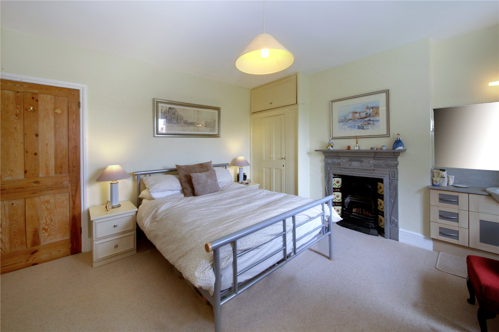 Additional photo for property listing at School Lane, Bagshot, Surrey, GU19 Bagshot, Inglaterra