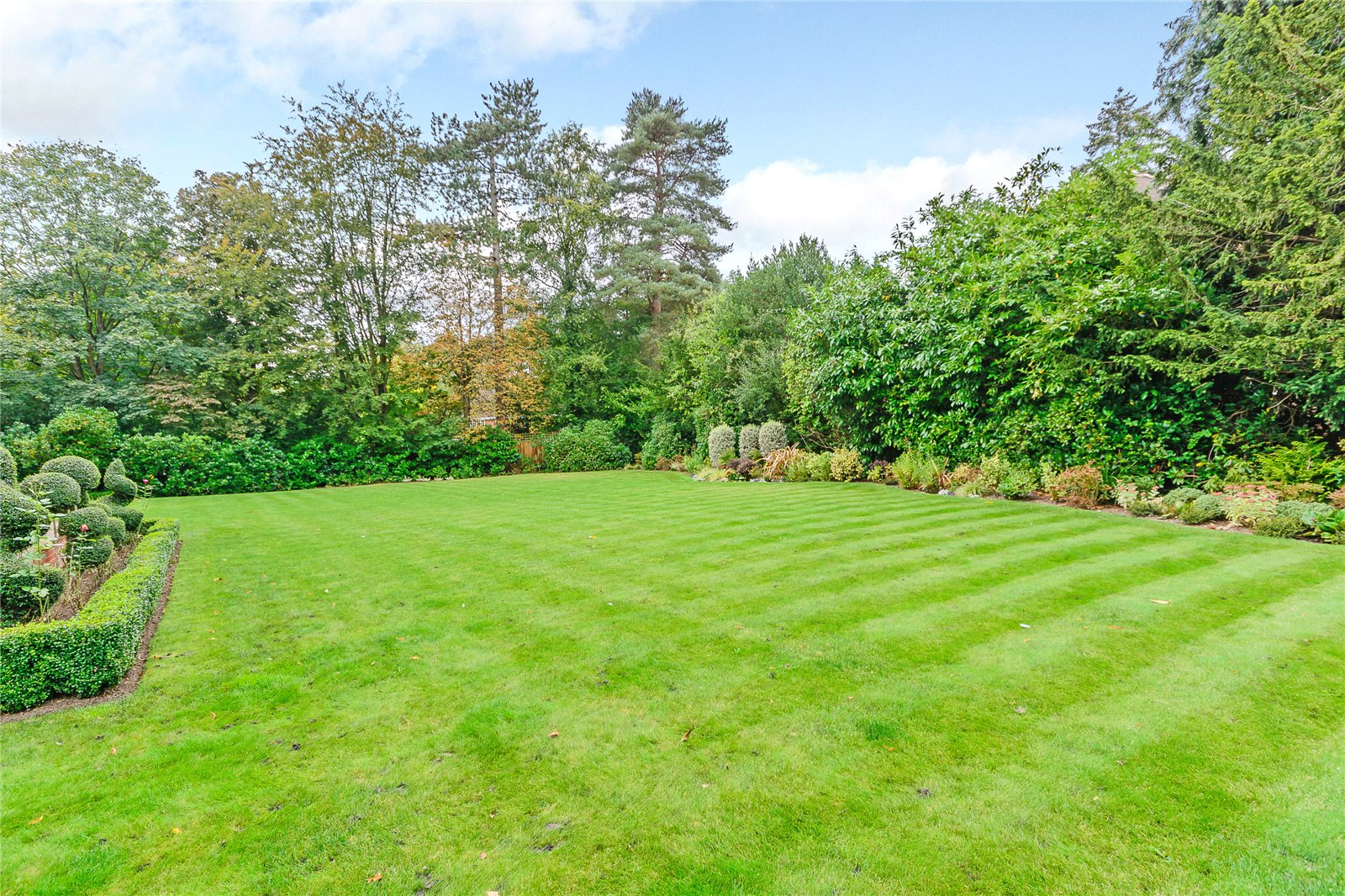 Additional photo for property listing at Fircroft, Devenish Road, Ascot, Berkshire, SL5 Ascot, Αγγλια