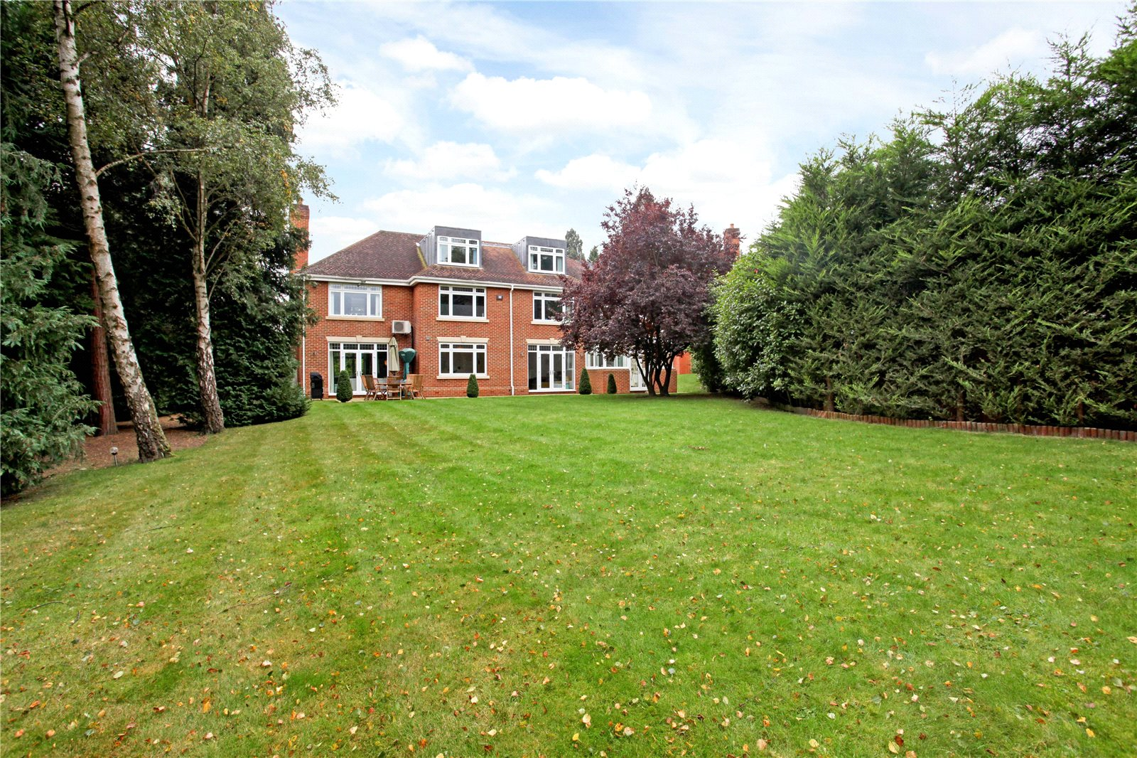 Additional photo for property listing at Queens Hill Rise, Ascot, Berkshire, SL5 Ascot, Angleterre