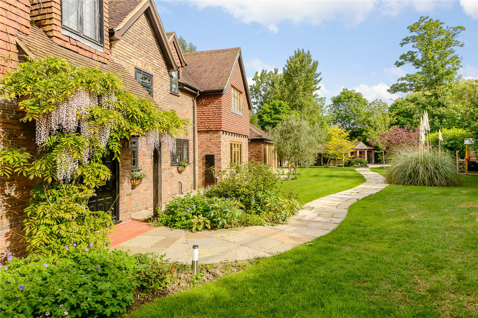 Additional photo for property listing at Winkfield Street, Maidens Green, Windsor, Berkshire, SL4 Windsor, England