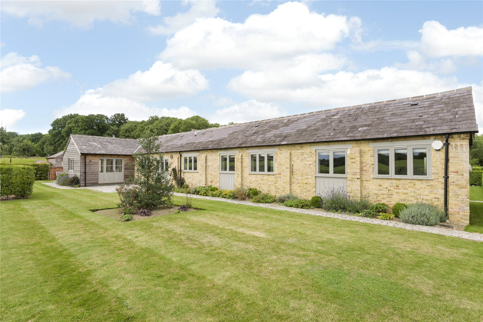 Additional photo for property listing at Chadshunt, Nr Leamington Spa, South Warwickshire, CV35 England