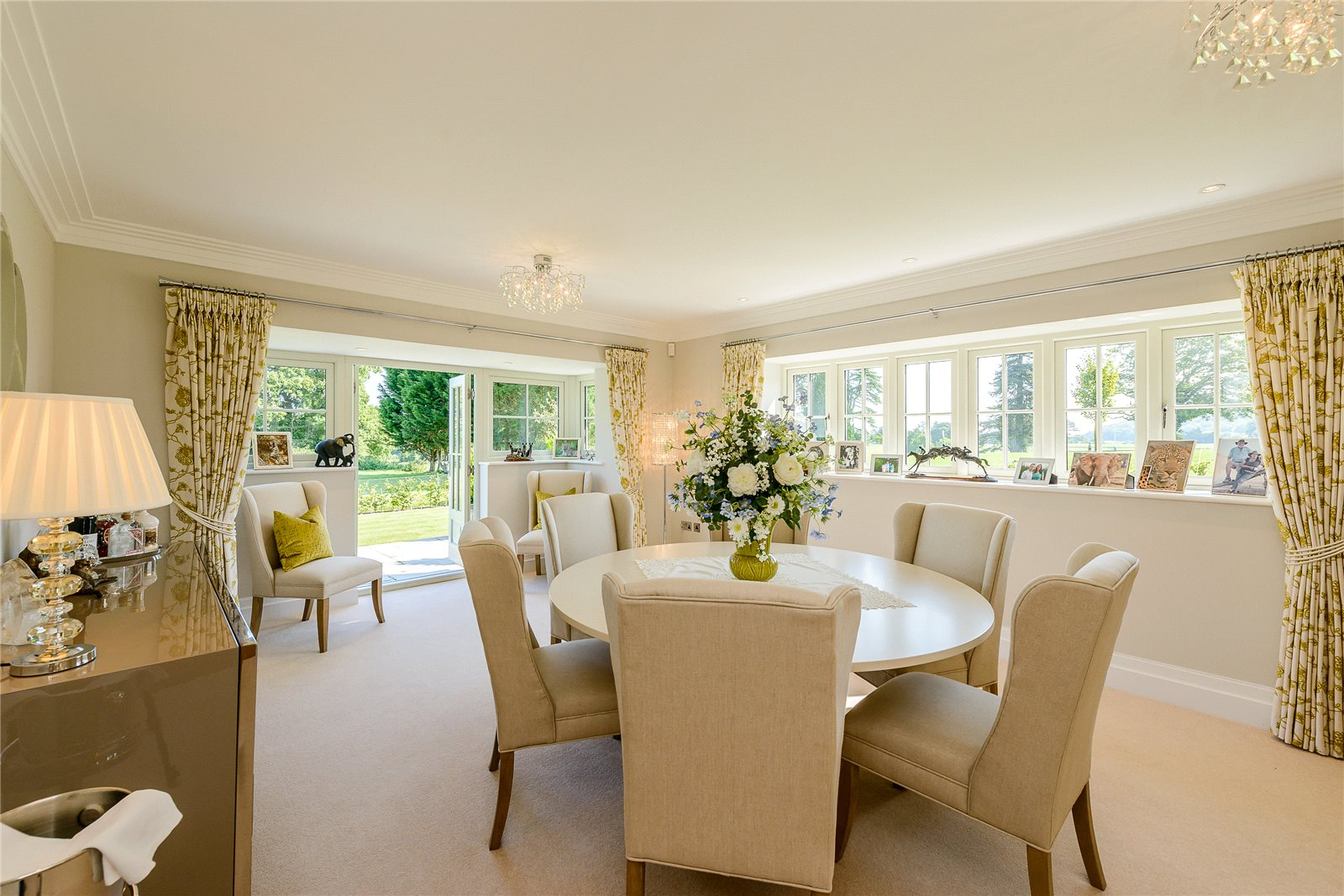 Additional photo for property listing at Wallace Square, Lavington Park, Petworth, West Sussex, GU28 Petworth, Inglaterra