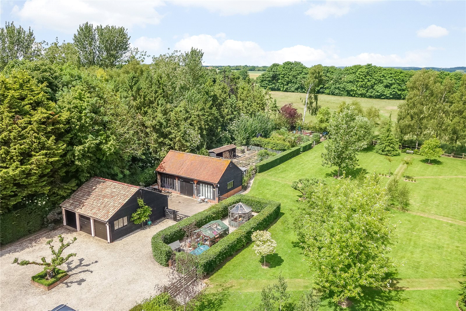Additional photo for property listing at Onslow Green, Dunmow, Essex, CM6 Dunmow, England