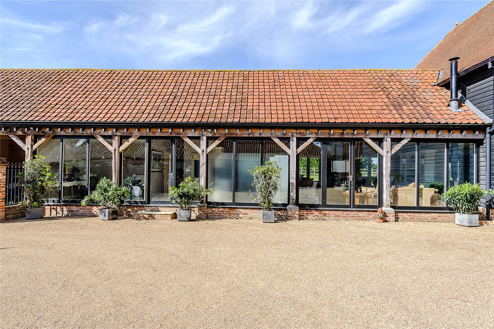 Additional photo for property listing at Envilles Barns, Little Laver, Ongar, Essex, CM5 Ongar, Inglaterra