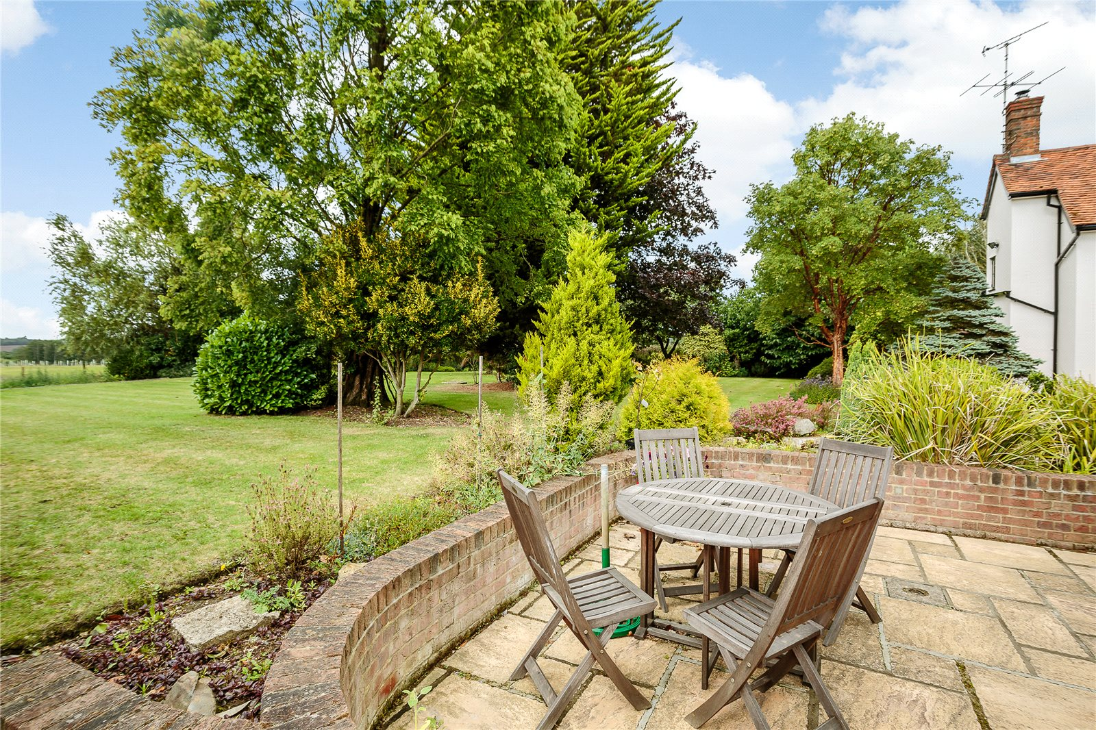 Additional photo for property listing at Mumfords Hill, Blackmore End, Braintree, Essex, CM7 Braintree, England