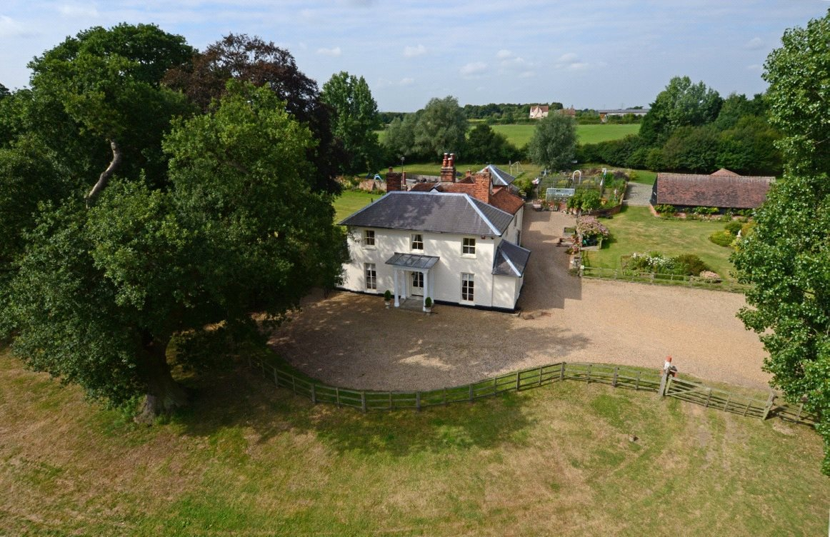 Single Family Home for Sale at Burnham Road, Hazeleigh, Chelmsford, CM3 Chelmsford, England
