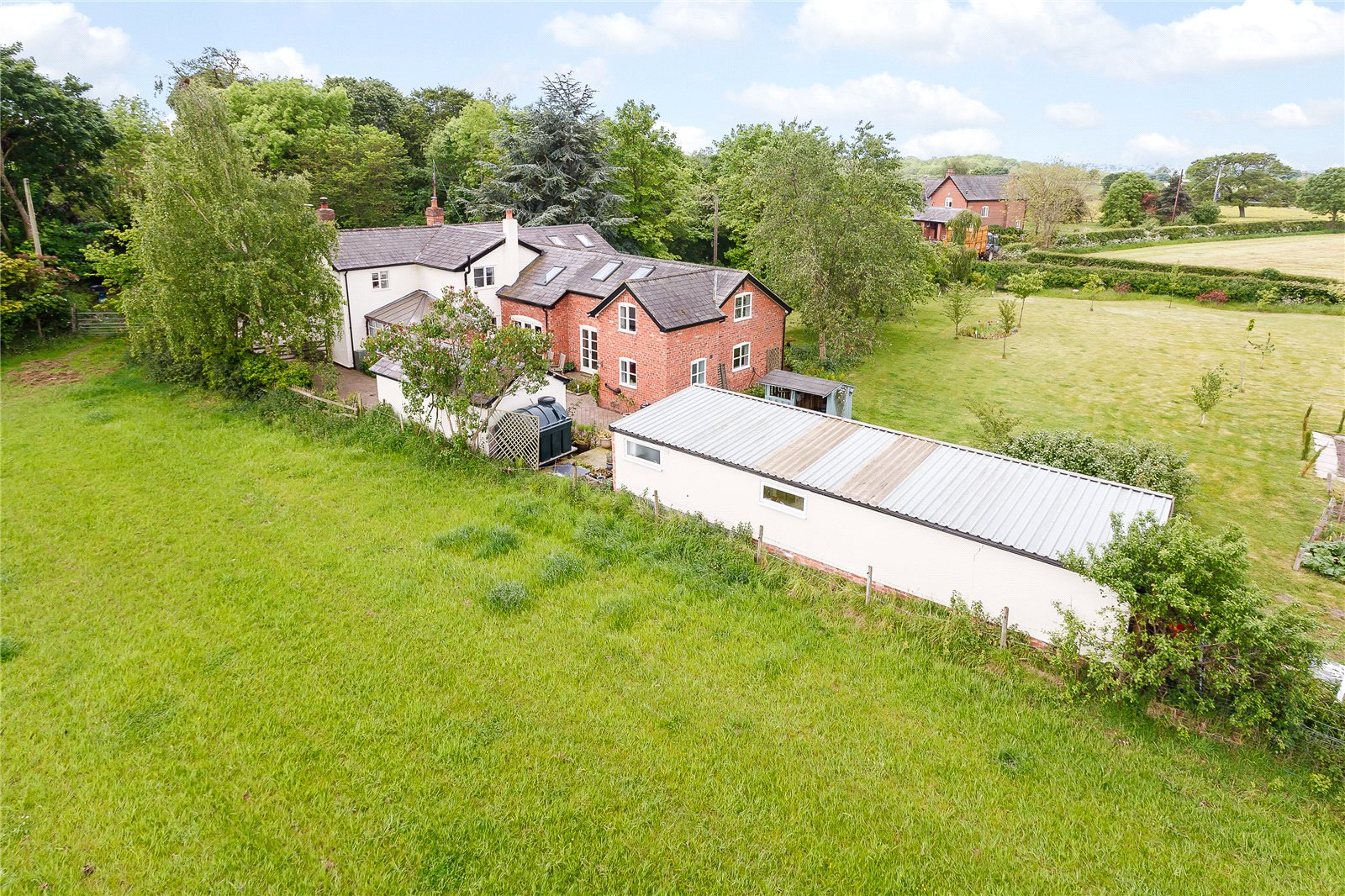 Additional photo for property listing at Burton, Tarporley, Cheshire, CW6 Tarporley, England