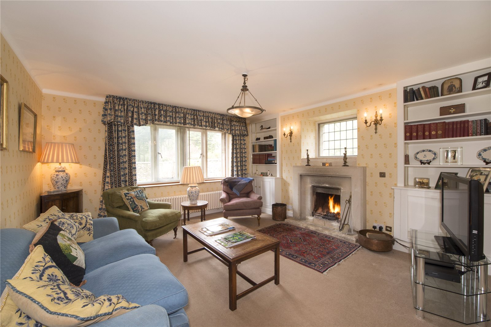 Additional photo for property listing at Warrens Gorse, Daglingworth, Cirencester, Gloucestershire, GL7 Cirencester, Ingiltere