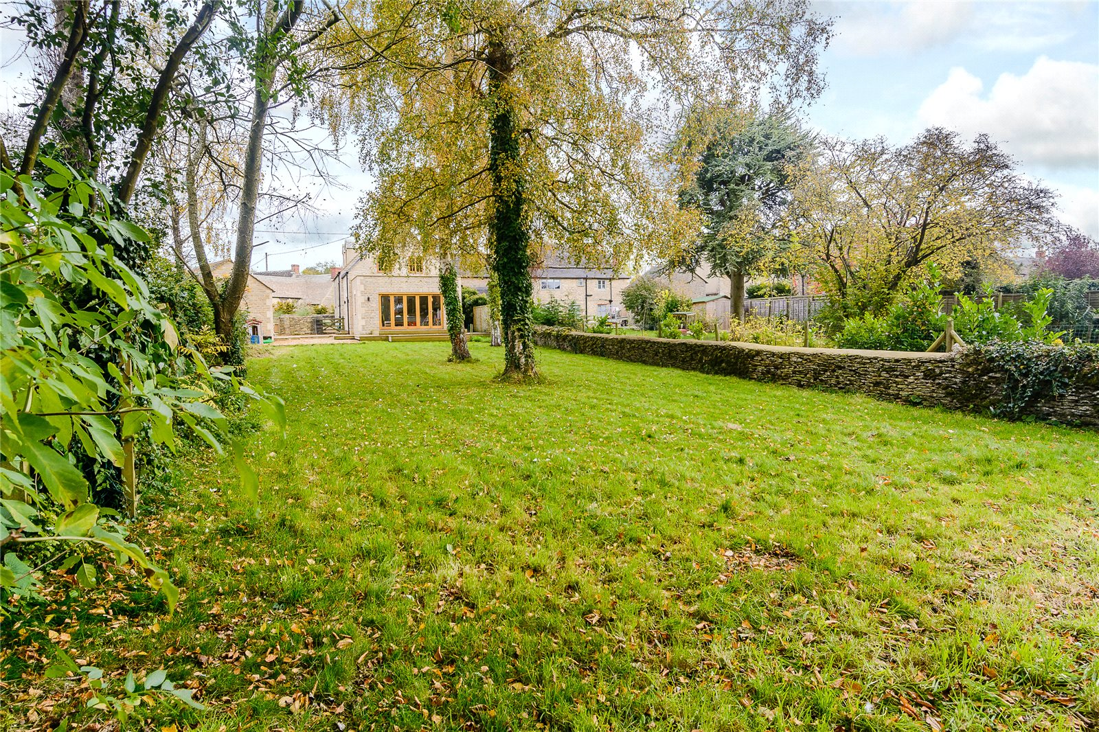 Additional photo for property listing at Bell Lane, Poulton, Cirencester, Gloucestershire, GL7 Cirencester, Anh Quốc
