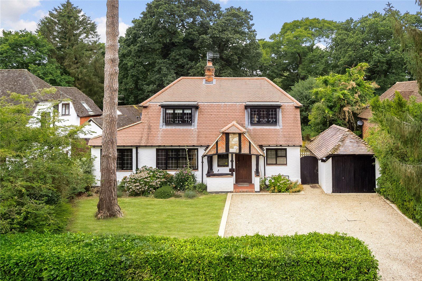 Частный дом для того Продажа на Linersh Wood, Bramley, Guildford, Surrey, GU5 Guildford, Англия