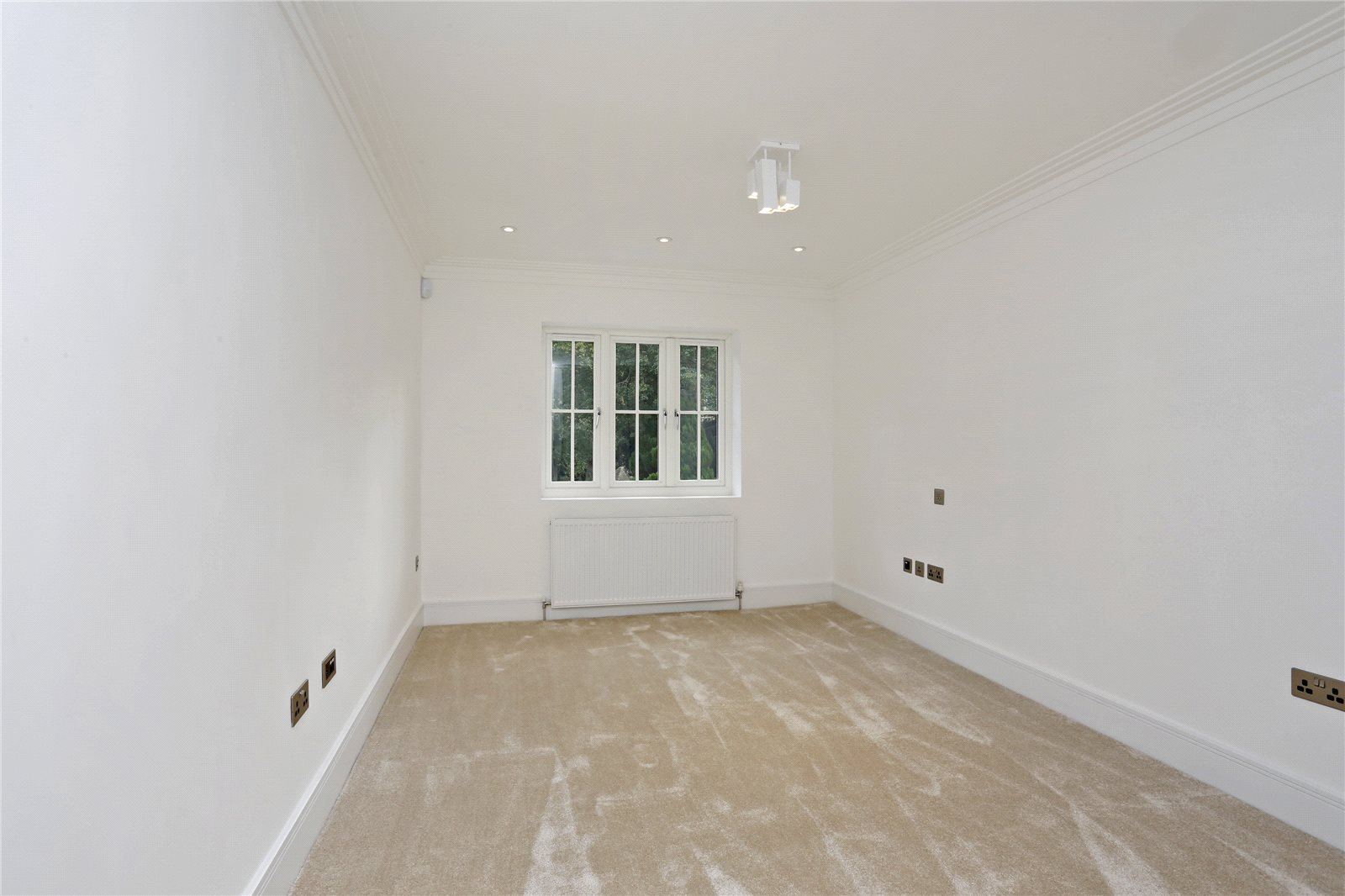 Additional photo for property listing at Windsor Road, Gerrards Cross, Buckinghamshire, SL9 Gerrards Cross, England