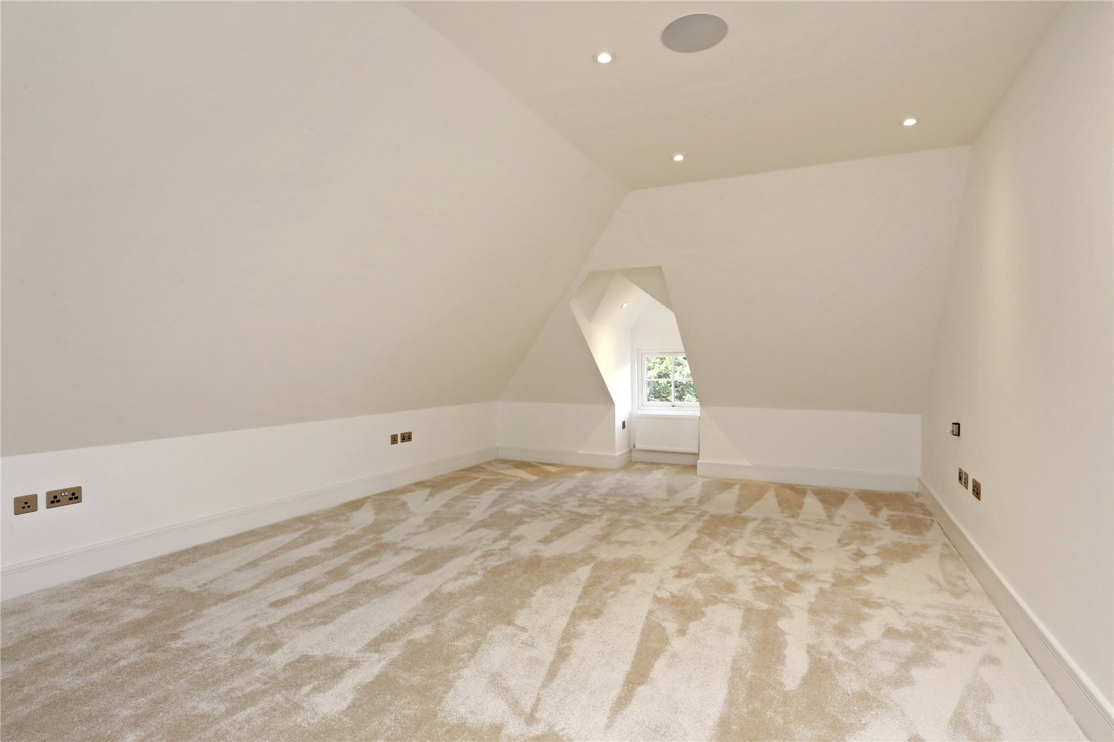 Additional photo for property listing at Windsor Road, Gerrards Cross, Buckinghamshire, SL9 Gerrards Cross, Англия