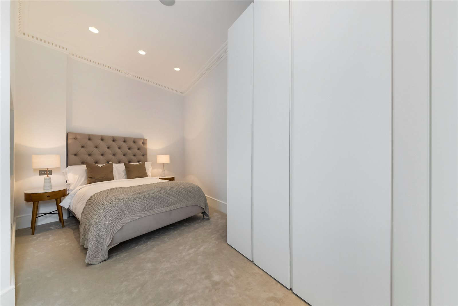 Additional photo for property listing at Cornwall Gardens Court, 47-50 Cornwall Gardens, South Kensington, London, SW7 South Kensington, London, England