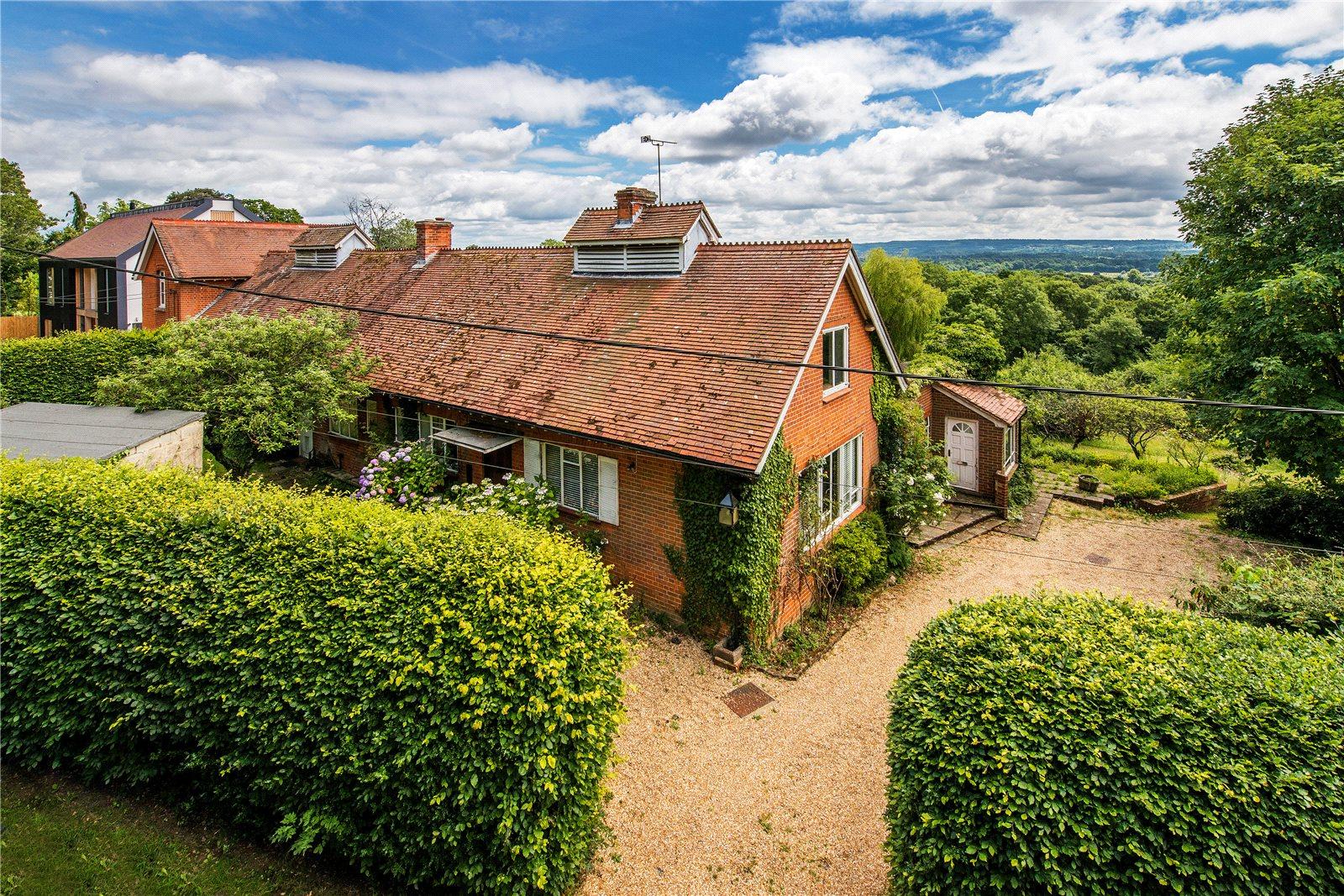 独户住宅 为 销售 在 Summerfield Lane, Frensham, Farnham, Surrey, GU10 Farnham, 英格兰