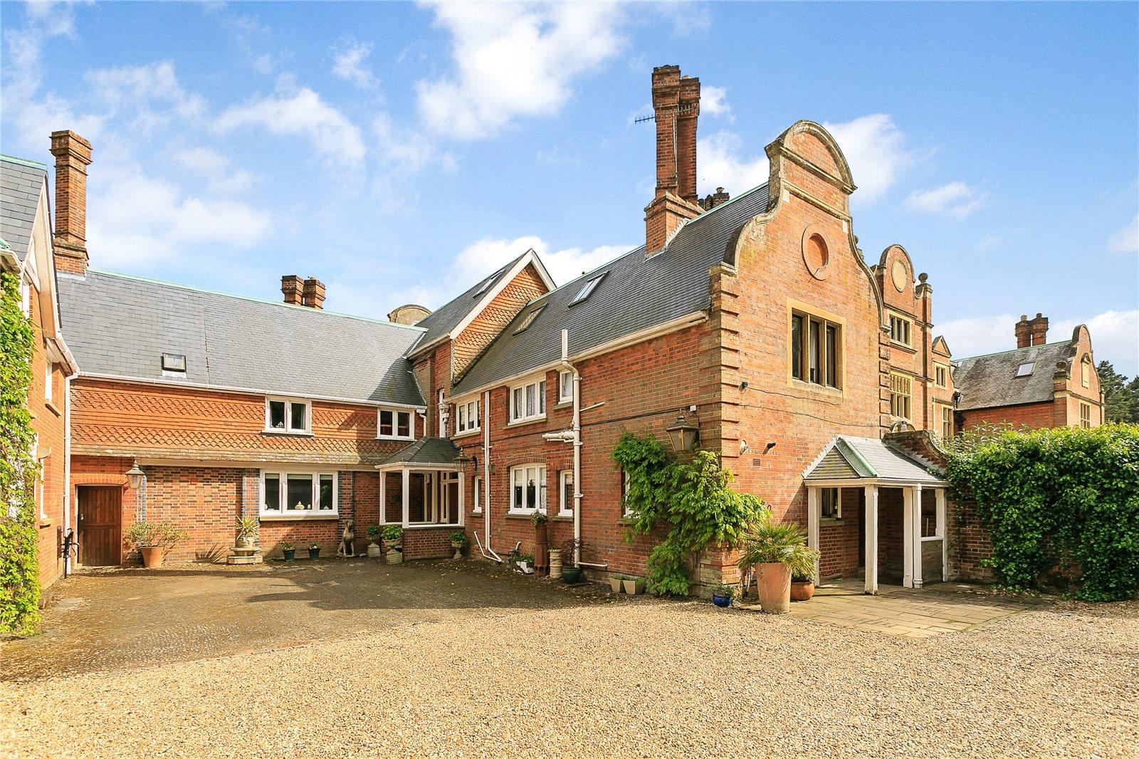 Tek Ailelik Ev için Satış at Tilford, Farnham, Surrey, GU10 Farnham, Ingiltere