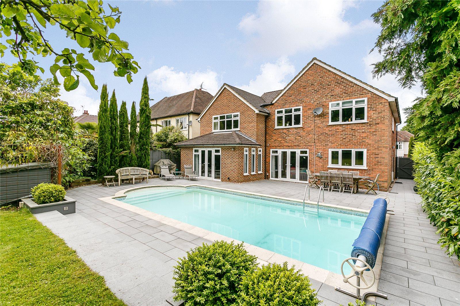 Tek Ailelik Ev için Satış at Longley Road, Farnham, Surrey, GU9 Farnham, Ingiltere